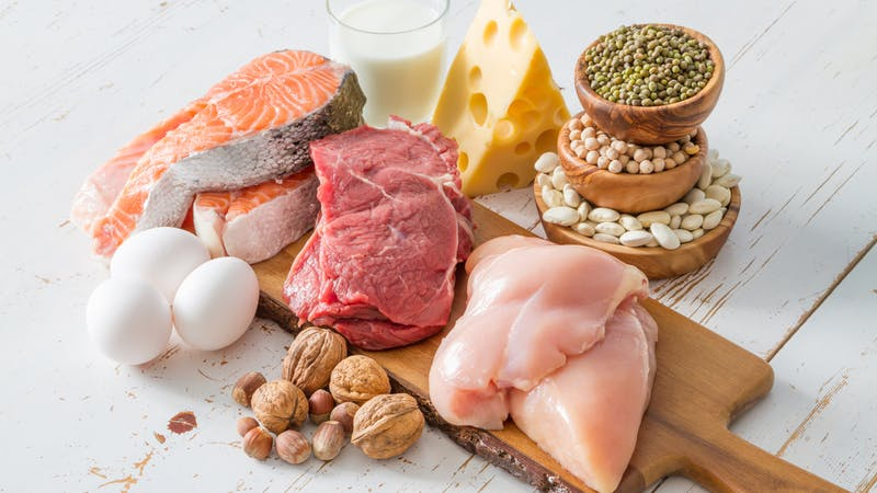 Sélection de sources de protéines en fond de cuisine